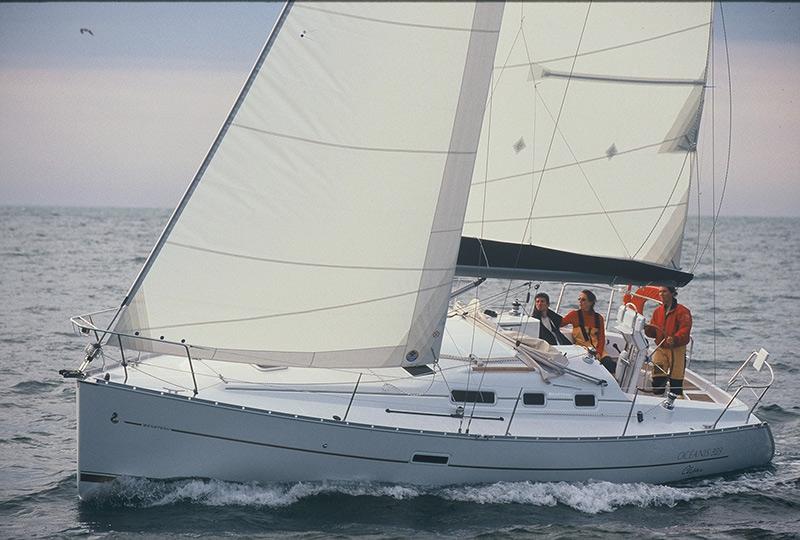 Bareboat Yacht Charter Beneteau 323