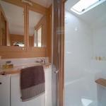 Lagoon 380 - Bathroom