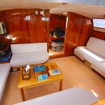 Sailing catamaran Nakamal Salon
