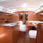 Salon Charter Yacht